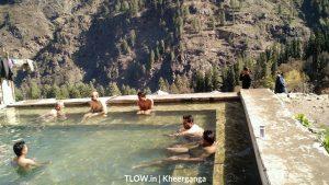 hot water spring in kheerganga